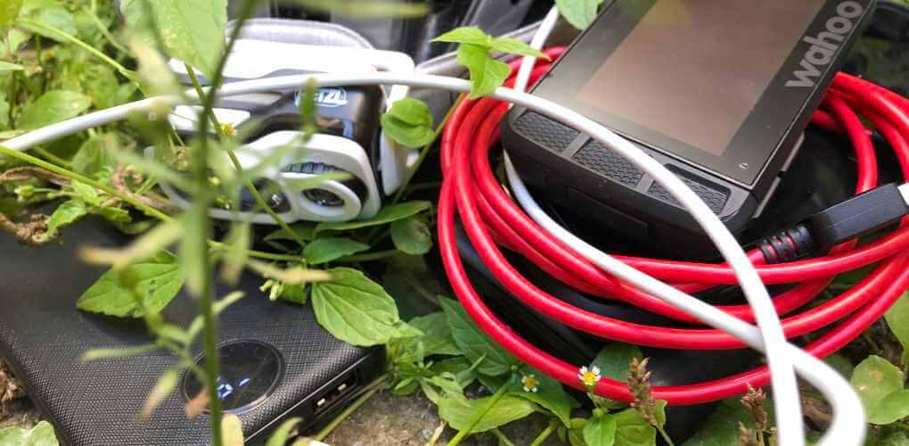 Typische Elektronik bei der Bikepacking-Tour