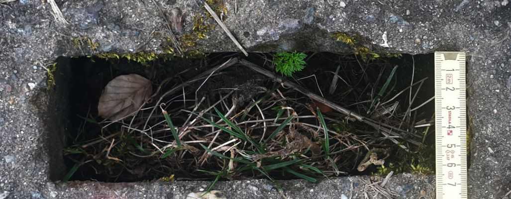 Kolonnenweg Lochbreite mit Zollstock gemessen