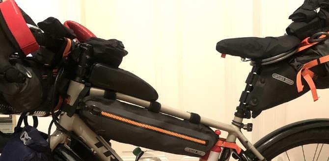 Bikepacking Fahrrad mit Ortlieb Taschen bepackt